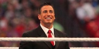 Justin Roberts announces he signed a contract with AEW