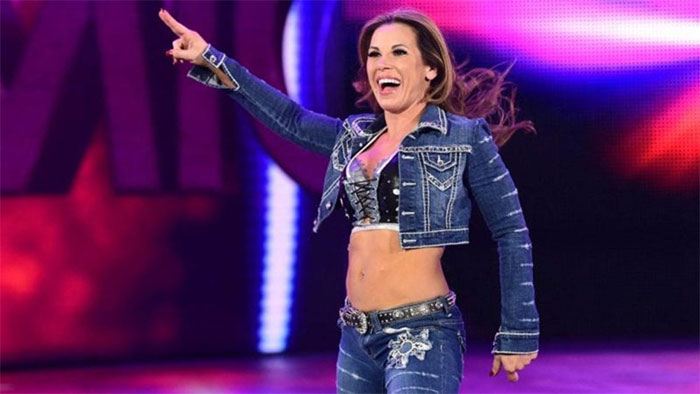 Mickie James suffers injury