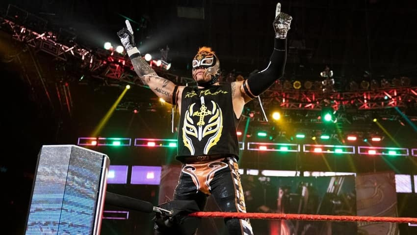 Rey Mysterio signs a new deal with WWE