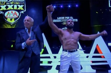 Ric Flair makes a surprise a surprise appearance at Triplemania XXIX event