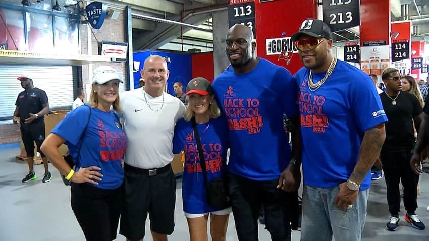 Titus O'Neil hosts 4th annual Back to School Bash